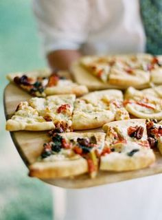 Bitesize flatbread pizza: http://www.stylemepretty.com/2013/05/23/vermont-wedding-from-jose-villa/ | Photography: Jose Villa - http://josevilla.com/