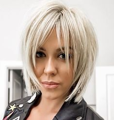 60 Most Universal Modern Shag Haircut Solutions Sliced Platinum Blonde Bob Parted in the center and sliced into feathered pieces that seem to sprout from the crown, straight shag haircuts bring a Choppy Bob Hairstyles, Bob Hairstyles For Fine Hair, Short Bob Haircuts, Formal Hairstyles, Hairstyle Men, Layered Haircuts, Wedding Hairstyles, Haircut Bob, Haircut Medium
