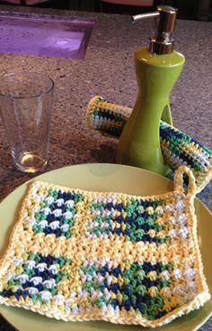 Bump Scrub Easy Dish Cloth Pattern by Mikey of The Crochet Crowd. Crochet Hot Pads, Crochet Towel, Crochet Potholders, Crochet Dishcloths, Knit Or Crochet, Learn To Crochet, Crochet Crafts, Yarn Crafts, Easy Crochet