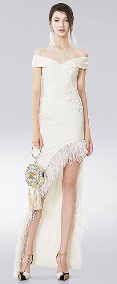 Robe blanche soirée courte devant longue derrière épaule nu Col Bardot, Wedding Dress, Dressing, Fashion, Body Con, Skirt, Warm Autumn, Bare Shoulder Tops, Sheath Dress
