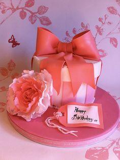 Hat box cake,