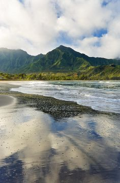 ✮ Hawaii, Kauai - Hanalei Bay, Mountains in background