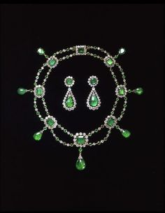 Emerald and diamond necklace and earrings set, probably by Nitot & Fils, French, c.1806,  Victoria and Albert Museum, London