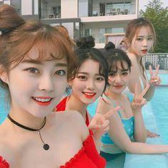 Picsina con amigas discovered by Wammy on We Heart It Mode Ulzzang, Ulzzang Korean Girl, Ulzzang Couple, Foto Best Friend, Korean Best Friends, Girl Friendship, Uzzlang Girl, Korean Couple, Pretty Asian