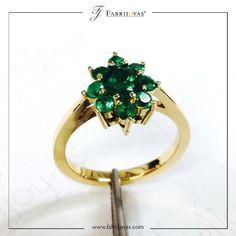 Los anillos en forma de flores son parte de las tendencias de este 2018. A todas les encantan las flores, pueden ser usadas para cualquier ocasión.   #AnillosDeCompromiso #ArgollasDeMatrimonioCali #JoyeriaNoviasCali