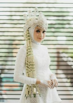 Wedding Indian Decor Inspiration New Ideas Bridal Hijab, Hijab Bride, Wedding Hijab, Wedding Poses, Wedding Ideas, Muslimah Wedding Dress, Muslim Wedding Dresses, Plain Wedding Dress, Wedding Dresses Plus Size
