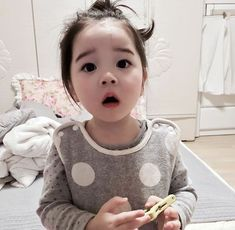 Baby clothes should be selected according to what? How to wash baby clothes? What should be considered when choosing baby clothes in shopping? Baby clothes should be selected according to … Cute Asian Babies, Korean Babies, Asian Kids, Cute Babies, Asian Child, Cute Little Baby, Cute Baby Girl, Little Babies, Baby Boy