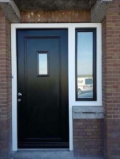 klassieke zwarte voordeur Home Projects, Garage Doors, New Homes, Stairs, Home And Garden, Windows, Architecture, House Styles, Interior
