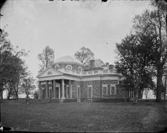 Monticello, West Front, early view date uncertain. Martha Jefferson Randolph, Jefferson's only surviving child, sold Monticello to James Turner Barclay, a local apothecary , in 1831. Southern Mansions, Southern Plantations, Southern Living, Southern Style, Us History, American History, Monticello Thomas Jefferson, Historic Houses, Plantation Homes