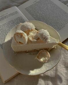 Think Food, I Love Food, Good Food, Yummy Food, Cute Desserts, Almond Cakes, Cafe Food, Aesthetic Food, Food Cravings