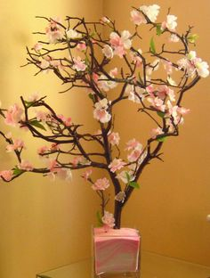Pink sand in the bottom of a clear vase - ideas for Cherry Blossom Centerpiece. Flower Vase Design, Design Vase, Flower Vases, Cherry Blossom Wedding, Cherry Blossom Tree, Blossom Trees, Manzanita Tree Centerpieces, Vase With Branches, White Vases