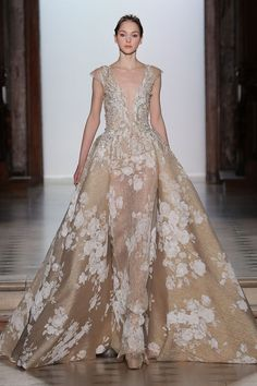 Tony Ward Couture I Spring Summer 2018 I Nude dress with deep-V neckline, crin cap sleeves and an overskirt. Tony Ward, Stunning Dresses, Beautiful Gowns, Beautiful Outfits, Nice Dresses, Couture Mode, Couture Fashion, Women's Fashion, Glamour