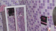 Como fazer um banheiro (box e chuveiro) para boneca Monster High, Barbie...