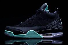 394027c6ac69 jordan-son of mars low-green glow Sneakers Box