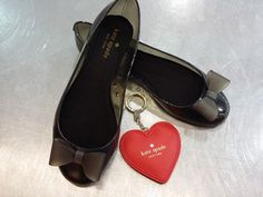 Stepping into spring with our best friend #KateSpade – These adorable little flats & heart-shaped keychain are such great accessories to brighten up your spring looks after a dreary winter! #PlatosClosetBrampton #KateSpadeNY //flats, 10, $30//keychain, $25//   www.platosclosetbrampton.com