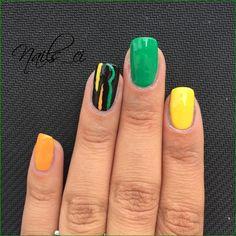 - Unghie Verde, Giallo, Arancione, Nero con decorazione -