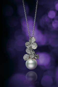 ペンダント/WGK18製、白蝶真珠、ダイアモンド