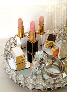 Normally you see mirrored trays being used for perfume, but I really liked the idea of using one for lipstick. Personally, lipstick is the most varied aspect of my makeup routine so it would be very helpful to see my different options.