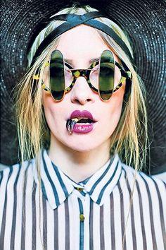 Iulia Albu si-a gasit nasul! Cat Eye Sunglasses, Sunglasses Women, Street Style Women, Fashion Art, Celebrity Style, Celebrities, Romania, Walls, Ideas