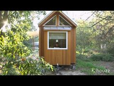 Woman shows off gorgeous 140 sq ft tiny house ~ video, filled with clever ideas Small Tiny House, Tiny House Cabin, Tiny House Living, Tiny House On Wheels, Small Living, Small Houses, Porches, Tiny Spaces, Little Houses