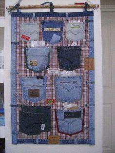 Arrumação com bolsos de calças de ganga