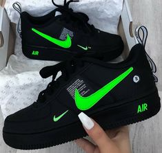 280 meilleures idées sur Chaussure nike fille   chaussures nike ...