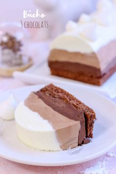Christmas log with three chocolates - Trend Double Chip Cookie Recipe 2019 Parfait Desserts, Holiday Desserts, Chip Cookie Recipe, Chip Cookies, Cookie Recipes, Snack Recipes, Chocolate Log, Chocolate Desserts, Christmas Chocolate