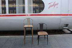 Taburete y silla metálica con asiento de madera fabricado por www.fustaiferro.com especial para hosteleria. #interiorismo #decoracion #vintage #diseño #arquitectura ##hosteleria  #hotel #bar #cafeteria #pizzeria