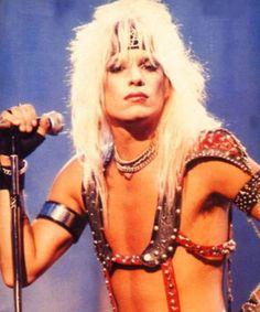 singer Motley Crue -V -Neil 80s Hair Metal, Hair Metal Bands, 80s Rock Fashion, Vince Neil, Estilo Rock, Glam Metal, Tommy Lee, Rockn Roll, Nikki Sixx