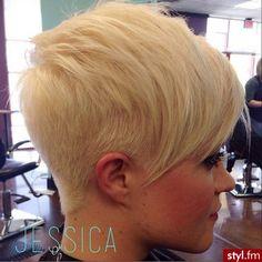 Fryzury Krótkie Na co dzień Proste z grzywką Rozpuszczone Blond