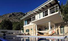 Makarska-Touristik bietet Ferienhäuser und Villen mit Pool in Brela, Dalmatien & Kroatien zum besten Preis also buchen Sie jetzt! Art Pieces, Hotels, Mansions, House Styles, Places, Outdoor Decor, Home Decor, Makarska Croatia, House By The Sea