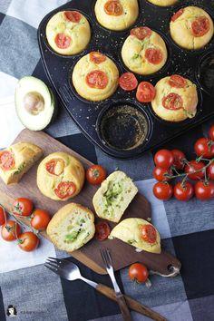 Perfekter Snack: Muffins mit Avocado-Käse-Füllung | Perfect Snack: Muffin stuffed with Avocado and Cheese