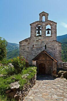 Església romànica de Santa Maria de Cardet, en el terme de la Vall de Boí, a l'Alta Ribagorça (Catalonia)