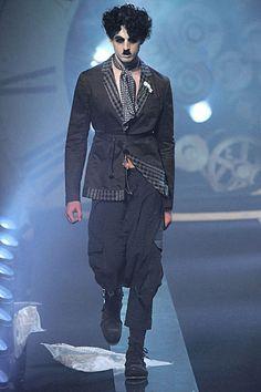 very brave to use Charlie Chaplin as inspiration - John Galliano Spring 2011 John Galliano, Couture Fashion, Runway Fashion, Fashion Show, Fashion Design, Dior Couture, Fashion Week Paris, Quirky Fashion, Grey Fashion