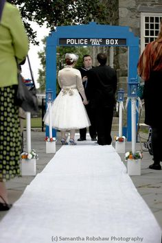 Doctor Who TARDIS Wedding Arch - Have a woodworking friend making this for me as a wedding present. :)