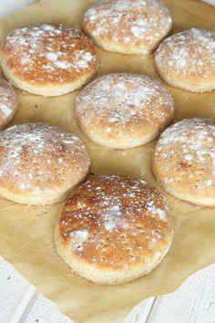 Populära, supergoda tekakor med fiberrikt grahamsmjöl i degen!