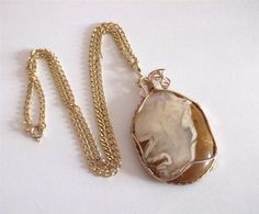 VINTAGE 50 S GOLD TONE WIRE GLASS AGATE STONE PENDANT NECKLACE CHAIN