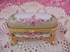 Hand Painted Pink Roses Antique Style Limoges Type Footed Box❤❤❤