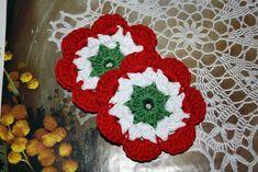 A kokárda nem magyar szó, magyarul szalagrózsának hívták, az eredetileg színes szalagból készített, kör alakú, rózsadíszt szimbolizáló főúri ruhadíszt. Nemzeti színű formája először a francia forradalom idején bukkant fel, 1789-ben. A hagyomány szerint Gilbert du Motier de La Fayette készített és… Crochet Flowers, Diy And Crafts, Crochet Earrings, Crochet Patterns, Bunny, Weaving, Blanket, Knitting, Blog