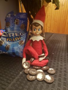 elf shelf oreos by claire Merry Christmas To You, Christmas Elf, Christmas Crafts, Bad Elf, Awesome Elf On The Shelf Ideas, Elf Me, Elf Magic, Elf On The Self, Naughty Elf