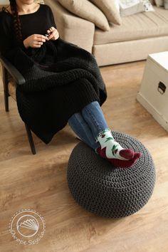 Knitting blanket Crochet pouf
