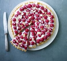 James Martin's double raspberry Bakewell tart - made this last summer, it looked and tasted fabulous. by emilia James Martin, Sweet Pie, Sweet Tarts, Tart Recipes, Dessert Recipes, Sweet Recipes, Cheesecake Recipes, Homemade Cheesecake, Shortcrust Pastry Tarts