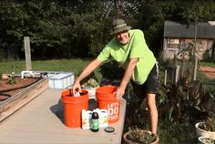 Here is a quick update on the worm bin.We make worm casting compost tea. Casting compost tea is awesome and easy to make.