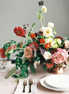 Warm Wedding Inspiration on Once Wed.  Floral: The Southern Table | Photo: Lauren Peele Photography | Planning/Design: Lindsey Brunk |