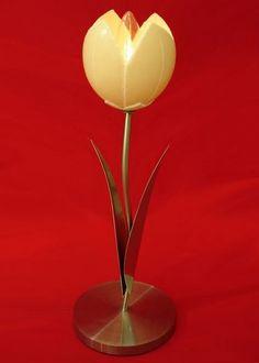 luminaria feita em aço escovado e casca de ovo de avestruz