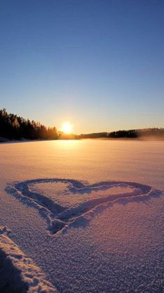 To love someone is to accompany her forever, to accompany her to see the most mundane sunrise and sunset, this life is simple but full… Sunrise Photography, Winter Photography, Landscape Photography, Nature Photography, Sunrise Wallpaper, Beach Wallpaper, Sunrise Landscape, Beach Landscape, Nature Pictures