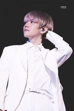 변백현 | Baekhyun | 180603 EXO Baekhyun @ EℓyXiOn in Hong Kong D-2 | Kk aebsong | 'ㅅ'
