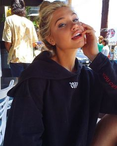 Meredith Mickelson// Off White Cut off Hoodie Pretty People, Beautiful People, Meredith Mickelson, Hard Photo, Foto Portrait, Insta Photo Ideas, Cute Photos, Aesthetic Girl, Pretty Face