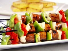 Get this all-star, easy-to-follow Sausage and Pepper Skewers with Grilled Polenta recipe from Sandra Lee