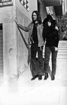 1969 John Lennon and Yoko Ono in Kolonaki, Athens Beatles Photos, The Beatles, Old Photos, Vintage Photos, Athens Airport, John Lennon Yoko Ono, Greek History, Maria Callas, History Of Photography